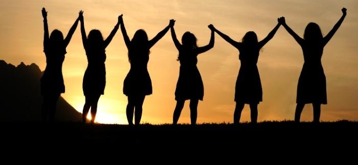 Women-holding-hands-700x323